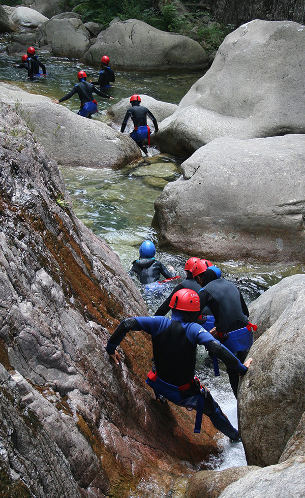 bureau-guides-meribel-canyoning-summer-ete-activites-aquatique
