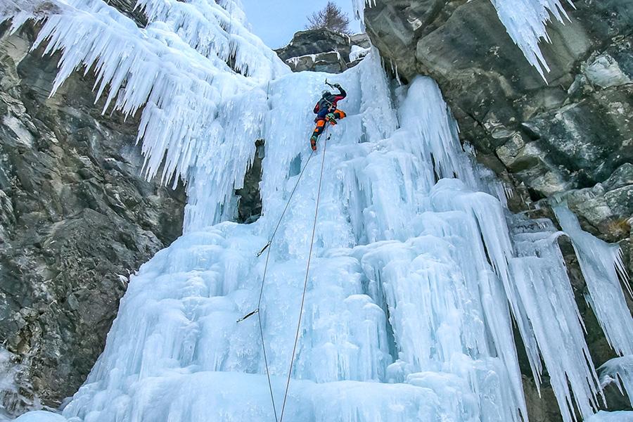 bureau-guides-meribel-station-ski-3vallees-cascade-glace