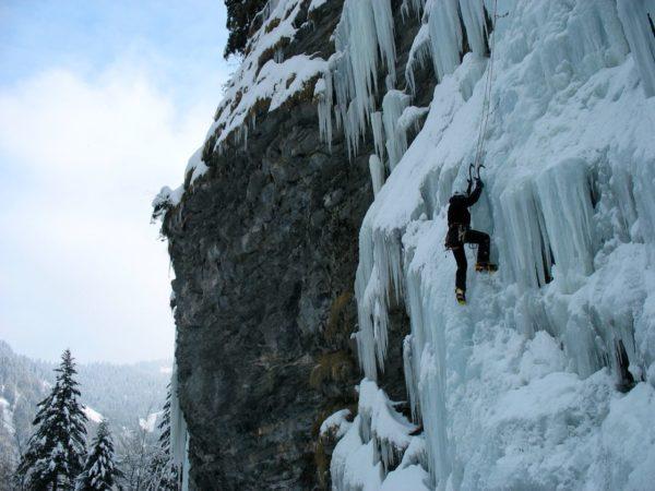 bureau-guides-meribel-station-ski-cascade-gittaz-snow